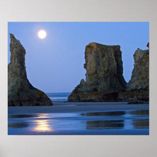 Moonset, playa de Bandon, Oregon Póster