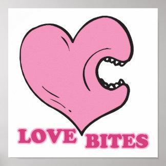 mordeduras de amor que muerden el corazón póster