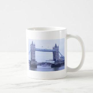 more tower bridge London Mug