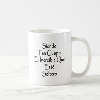 Moreno Guapo Es Increible Que Este Soltero de Taza Básica Blanca
