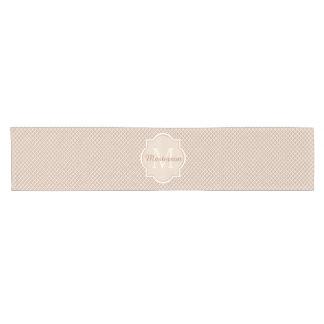 Moreno moderno del monograma y Quatrefoil blanco Camino De Mesa Corto