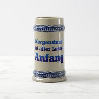 Morgenstund es principio de todos vicios jarra de cerveza