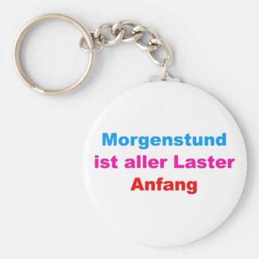 Morgenstund es principio de todos vicios llavero redondo tipo pin