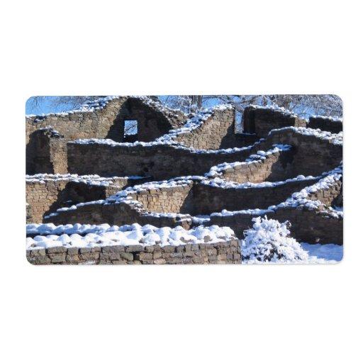 mornin del invierno en la ruina azteca con las par etiqueta de envío