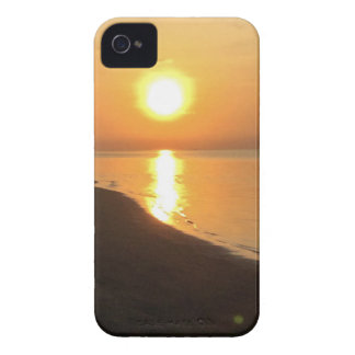 Morning walk on the beach Case-Mate iPhone 4 case
