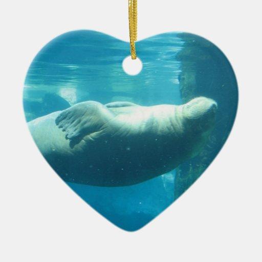 Morsa de la natación adorno de cerámica en forma de corazón