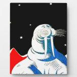 Morsa del astronauta del espacio placa de madera