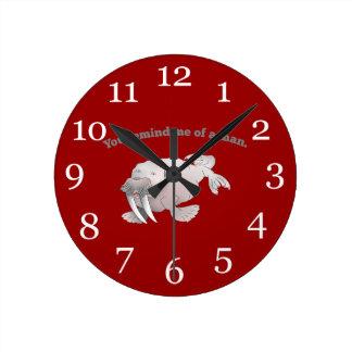 Morsa del dibujo animado, usted me recuerda un hom reloj redondo mediano