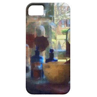 Mortero, maja y botellas por la ventana iPhone 5 Case-Mate fundas