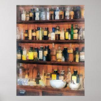 Mortero, majas y botellas de la medicina póster