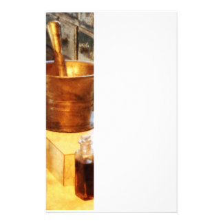 Mortero y maja de cobre amarillo papeleria de diseño