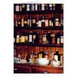Mortero y majas y botellas de la medicina tarjetas