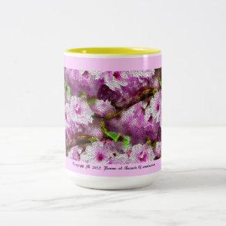 Mosaico del diseño rosado de las flores de cerezo taza de café