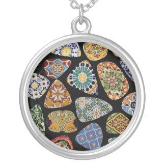 Mosaico español y mexicano de la teja colgante redondo