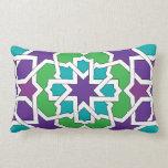 Mosaico marroquí de trazado geométrico en almohada