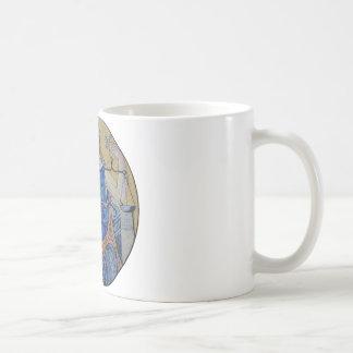 Mosaico redondo del medallón de la justicia ciega tazas de café