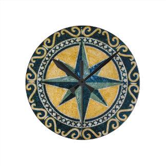 Mosaico redondo del medallón del compás verde de reloj redondo mediano