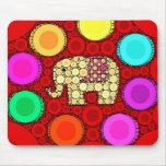 Mosaico rojo enrrollado de los círculos concéntric tapetes de ratón