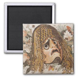 Mosaico romano, con la máscara, las hojas y la fru imán cuadrado