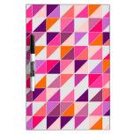 Mosaico rosado del triángulo que envuelve el diseñ pizarra