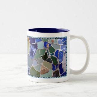 Mosaicos azules de Gaudi con el marco Taza De Café