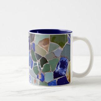 Mosaicos del azul de Antonio Gaudi Taza De Dos Tonos