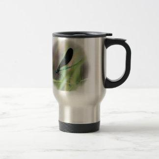 Mosca de la damisela taza de café