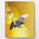 mosca de la paloma para amar paz de la alegría placa