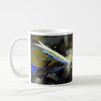 Mosca de la pesca de la damisela tazas de café