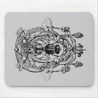 Mosca en el ornamento tapete de ratón