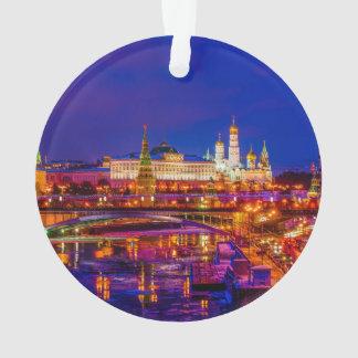 Moscú el Kremlin en noche del invierno
