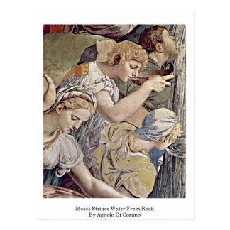 Moses pega el agua de la roca de Agnolo Di Cosimo Postales