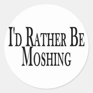 Moshing bastante