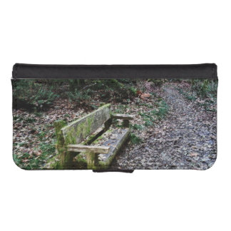 Mossy Bench Nature Trail in Olympic National Park iPhone SE/5/5s Wallet