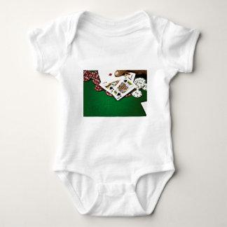 Mostrando a tarjetas el póker de la tabla verde body para bebé