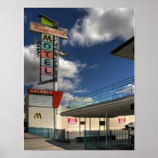 Motel de Thunderbird Póster