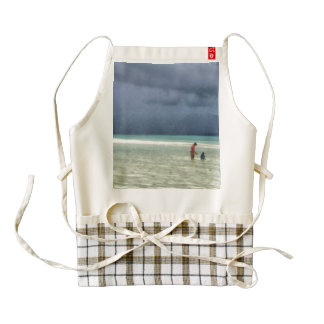 Mother and child at beach zazzle HEART apron