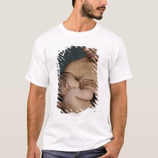 Mother breastfeeding baby boy (6-11 months) T-Shirt