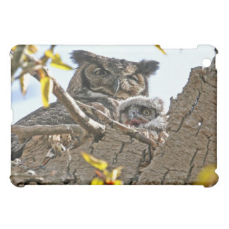 Mother Owl and Baby in Nest iPad Mini Case