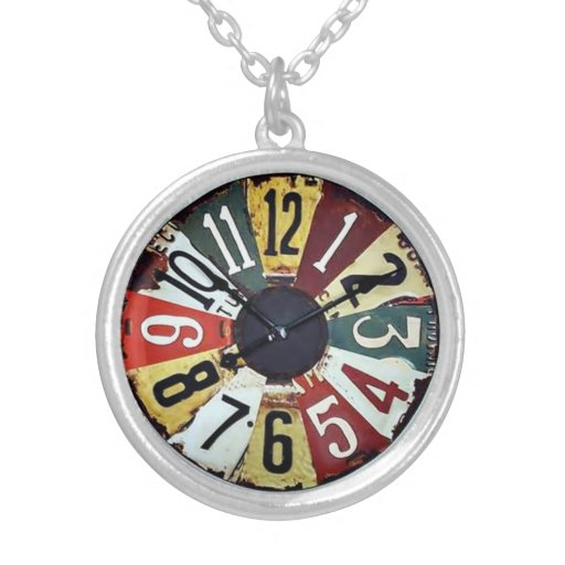Motionless clock round pendant necklace