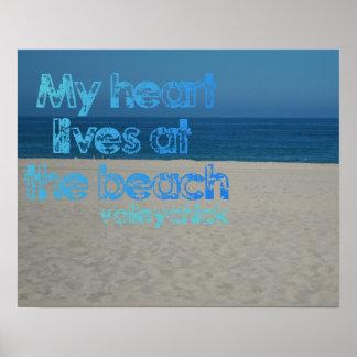 Motivación del voleibol - corazón en la playa póster