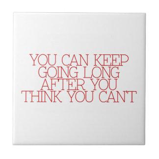 Motivación, inspiración, palabras de la sabiduría. teja  ceramica