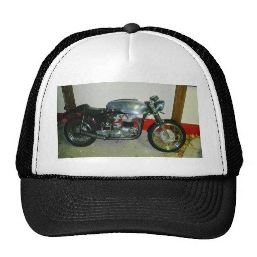 Motocicleta británica de Tritón Gorra