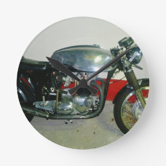 Motocicleta británica de Tritón Reloj Redondo Mediano