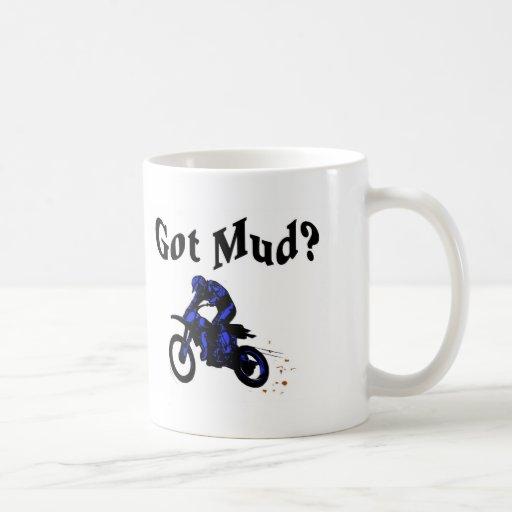Motocicleta conseguida del fango tazas de café