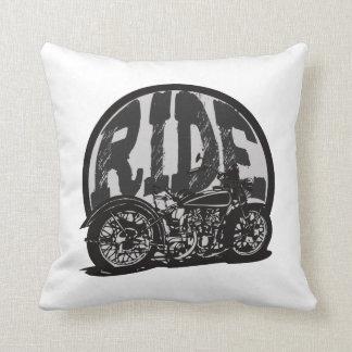 Motocicleta del vintage del paseo cojín