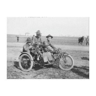Motocicleta militar con el coche lateral y la amet impresión en lona