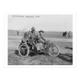 Motocicleta militar con el coche lateral y la tarjeta postal
