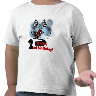 Motocicleta que compite con las 2das camisetas y r
