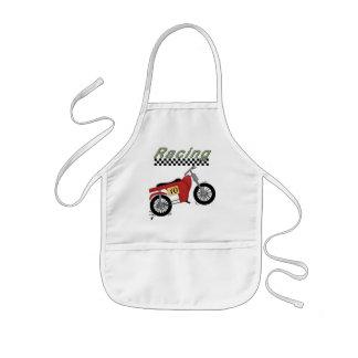 Motocicleta que compite con las camisetas y los re delantal
